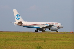Hiro-hiroさんが、新潟空港で撮影したウラジオストク航空 Tu-204-300の航空フォト(飛行機 写真・画像)