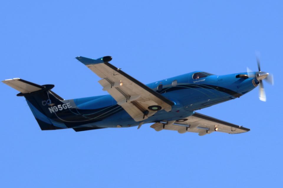 キャスバルさんのブティックエア Pilatus PC-12 (N95GE) 航空フォト