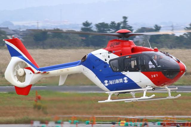 CYGNUS_20-1101さんが、米子空港で撮影した毎日新聞社 EC135T1の航空フォト(飛行機 写真・画像)