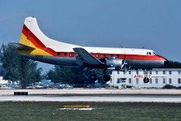 パール大山さんが、マイアミ国際空港で撮影したFlorida Airlines 4-0-4の航空フォト(飛行機 写真・画像)
