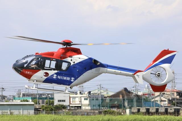 Hii82さんが、八尾空港で撮影した毎日新聞社 EC135T1の航空フォト(飛行機 写真・画像)
