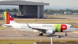 誘喜さんが、ロンドン・ヒースロー空港で撮影したTAPポルトガル航空 A320-214の航空フォト(飛行機 写真・画像)