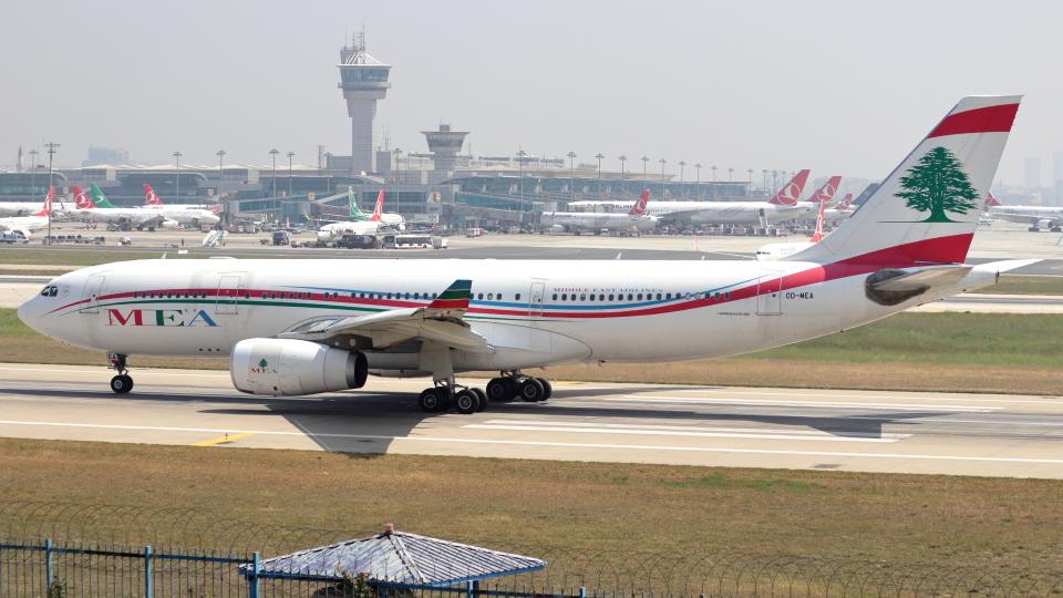 誘喜さんのミドル・イースト航空 Airbus A330-200 (OD-MEA) 航空フォト