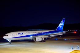 けんじさんが、岡山空港で撮影した全日空 777-281/ERの航空フォト(飛行機 写真・画像)
