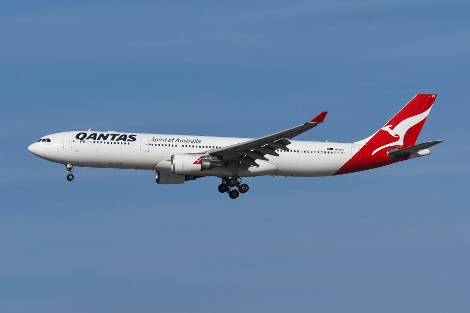 よんろくさんのカンタス航空 Airbus A330-300 (VH-QPD) 航空フォト