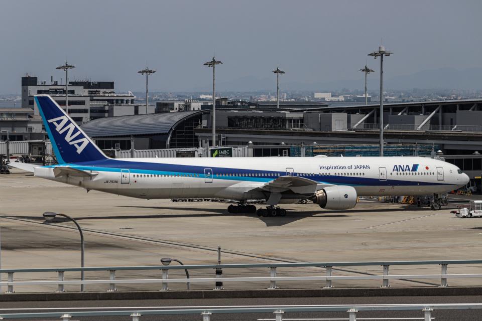A.Tさんの全日空 Boeing 777-300 (JA753A) 航空フォト