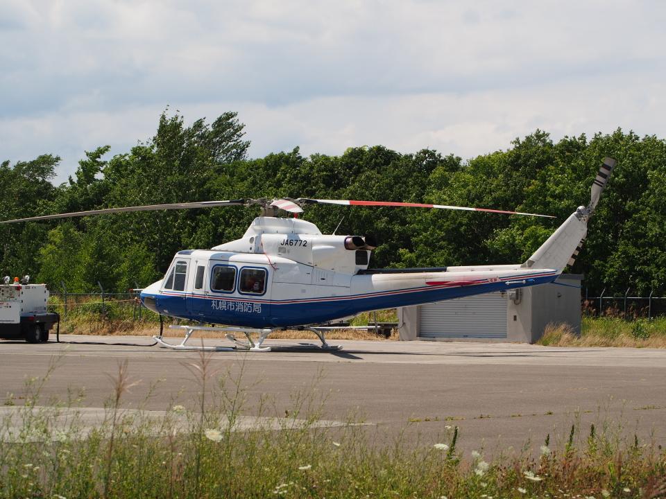 ここはどこ?さんのティー・エム・シー・インターナショナル Bell 412 (JA6772) 航空フォト