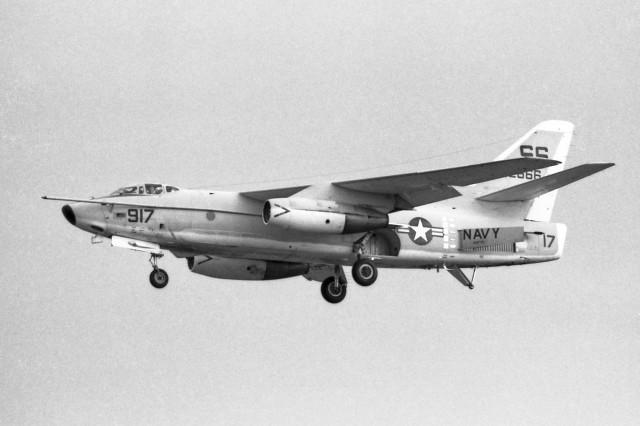 apphgさんが、厚木飛行場で撮影したアメリカ海軍 A-3 Skywarriorの航空フォト(飛行機 写真・画像)