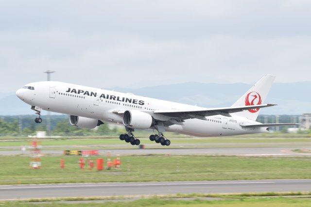鮎の塩焼きさんが、新千歳空港で撮影した日本航空 777-289の航空フォト(飛行機 写真・画像)