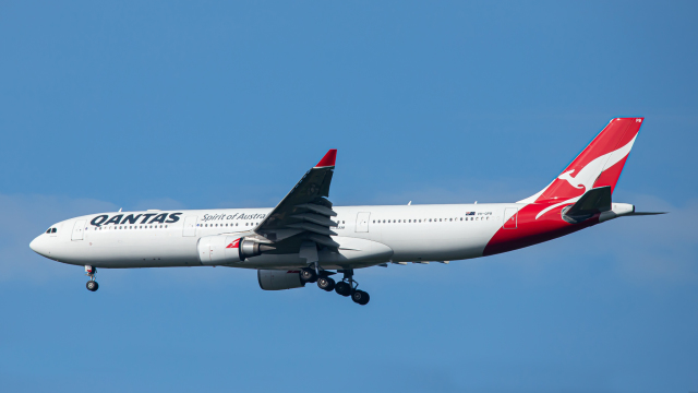 SGR RT 改さんが、成田国際空港で撮影したカンタス航空 A330-303の航空フォト(飛行機 写真・画像)