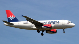 誘喜さんが、ロンドン・ヒースロー空港で撮影したエア・セルビア A319-132の航空フォト(飛行機 写真・画像)