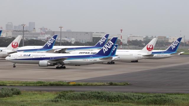 誘喜さんが、羽田空港で撮影した全日空 767-381/ERの航空フォト(飛行機 写真・画像)