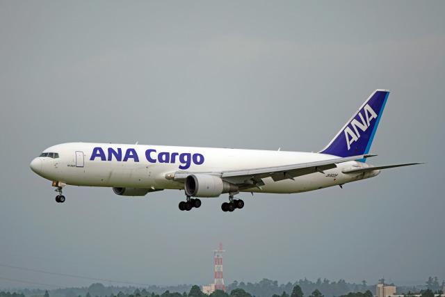 ちゃぽんさんが、成田国際空港で撮影した全日空 767-381F/ERの航空フォト(飛行機 写真・画像)