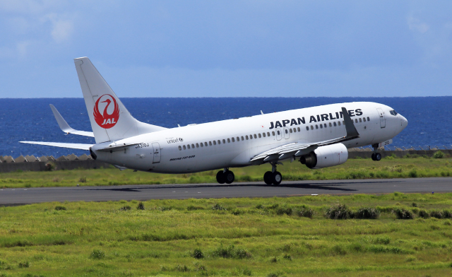 CL&CLさんが、奄美空港で撮影した日本航空 737-846の航空フォト(飛行機 写真・画像)