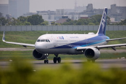 khideさんが、伊丹空港で撮影した全日空 A321-272Nの航空フォト(飛行機 写真・画像)