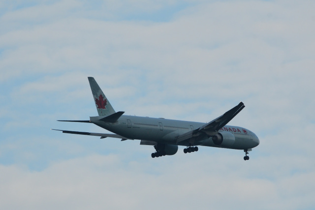 rangeroverさんが、成田国際空港で撮影したエア・カナダ 777-333/ERの航空フォト(飛行機 写真・画像)