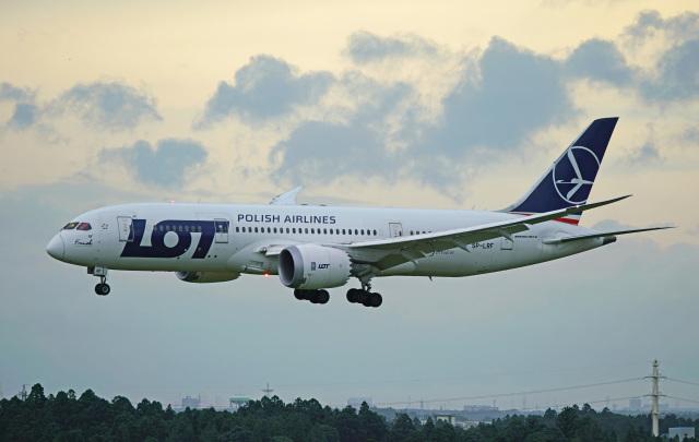 ちゃぽんさんが、成田国際空港で撮影したLOTポーランド航空 787-8 Dreamlinerの航空フォト(飛行機 写真・画像)