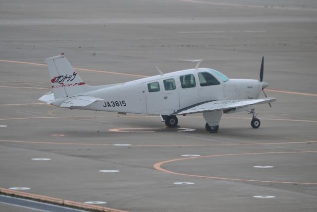 E-75さんが、函館空港で撮影した日本個人所有 A36 Bonanza 36の航空フォト(飛行機 写真・画像)