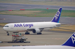ちゃぽんさんが、成田国際空港で撮影した全日空 767-381Fの航空フォト(飛行機 写真・画像)
