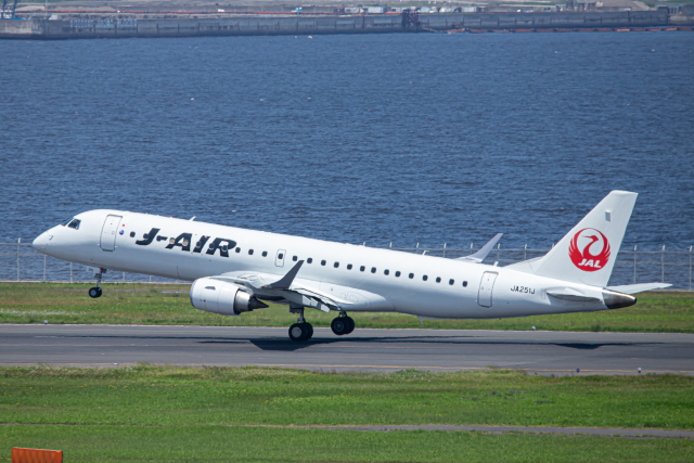 SGR RT 改さんが、羽田空港で撮影したジェイ・エア ERJ-190-100(ERJ-190STD)の航空フォト(飛行機 写真・画像)
