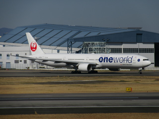 LOVE767さんが、伊丹空港で撮影した日本航空 777-346の航空フォト(飛行機 写真・画像)