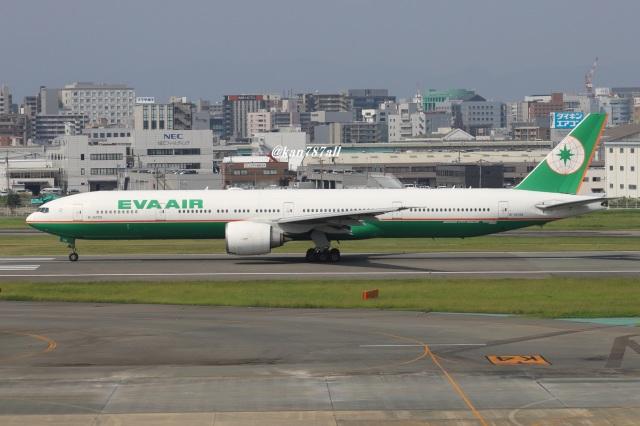 kan787allさんが、福岡空港で撮影したエバー航空 777-35E/ERの航空フォト(飛行機 写真・画像)
