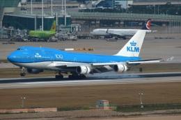採れたてほしいもさんが、仁川国際空港で撮影したKLMオランダ航空 747-406Mの航空フォト(飛行機 写真・画像)