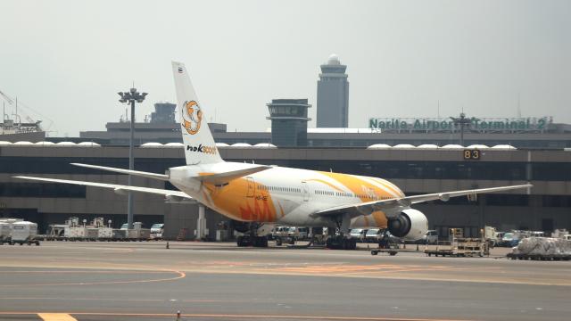 誘喜さんが、成田国際空港で撮影したノックスクート 777-212/ERの航空フォト(飛行機 写真・画像)