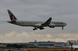 flyskyさんが、成田国際空港で撮影したカタール航空 777-3DZ/ERの航空フォト(飛行機 写真・画像)