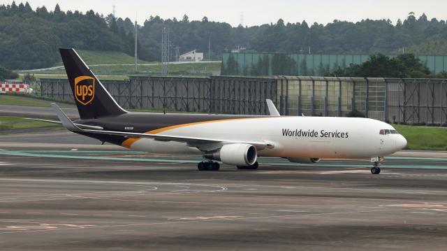 Nobu-oji_NEXUS6さんが、成田国際空港で撮影したUPS航空 767-34AF/ERの航空フォト(飛行機 写真・画像)