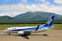 にしやんさんが、利尻空港で撮影した全日空 737-781の航空フォト(飛行機 写真・画像)