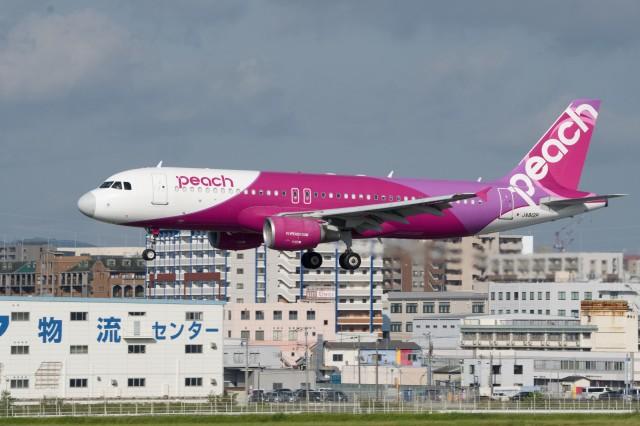 たっしーさんが、福岡空港で撮影したピーチ A320-214の航空フォト(飛行機 写真・画像)