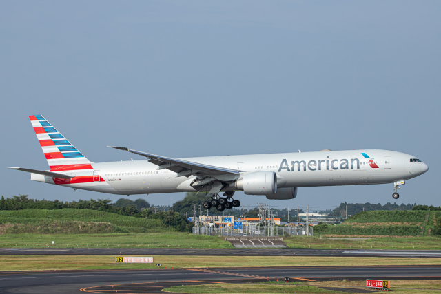 SGR RT 改さんが、成田国際空港で撮影したアメリカン航空 777-323/ERの航空フォト(飛行機 写真・画像)