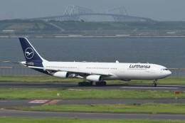 N.tomoさんが、羽田空港で撮影したルフトハンザドイツ航空 A340-313Xの航空フォト(飛行機 写真・画像)