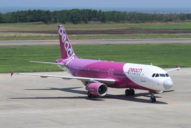 プルシアンブルーさんが、新潟空港で撮影したピーチ A320-214の航空フォト(飛行機 写真・画像)