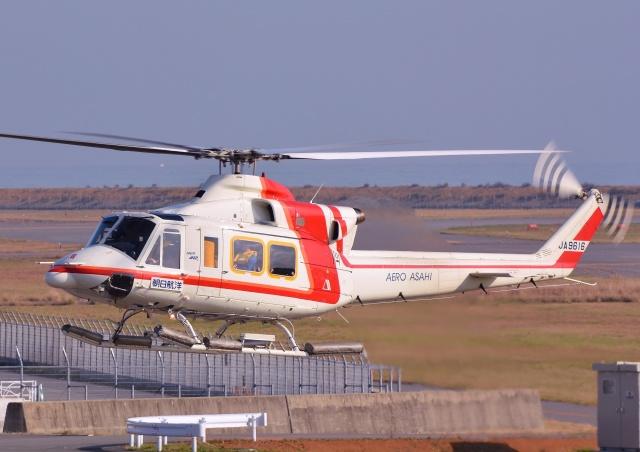 ブルーさんさんが、新潟空港で撮影した朝日航洋 412の航空フォト(飛行機 写真・画像)