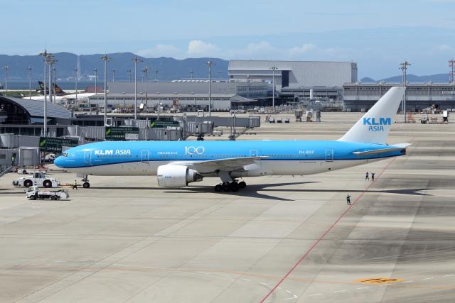 Gripen-YNさんが、関西国際空港で撮影したKLMオランダ航空 777-206/ERの航空フォト(飛行機 写真・画像)