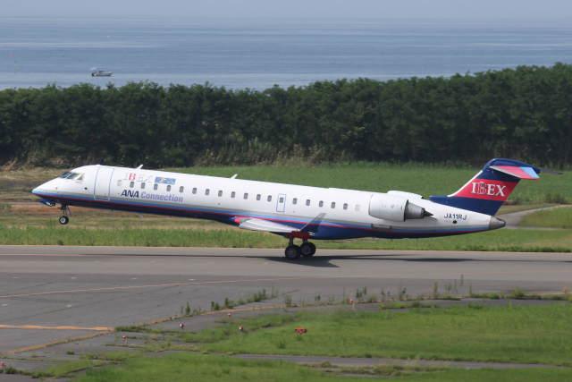 プルシアンブルーさんが、新潟空港で撮影したアイベックスエアラインズ CL-600-2C10 Regional Jet CRJ-702ERの航空フォト(飛行機 写真・画像)
