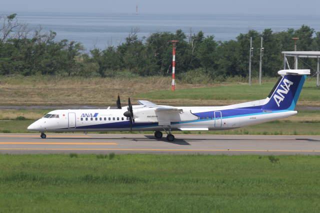 プルシアンブルーさんが、新潟空港で撮影したANAウイングス DHC-8-402Q Dash 8の航空フォト(飛行機 写真・画像)