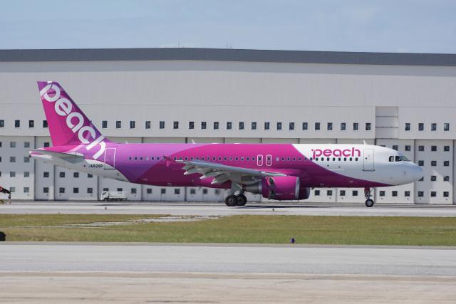 神宮寺ももさんが、那覇空港で撮影したピーチ A320-214の航空フォト(飛行機 写真・画像)