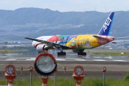 コニタンよっちゃんさんが、伊丹空港で撮影した全日空 777-281/ERの航空フォト(飛行機 写真・画像)