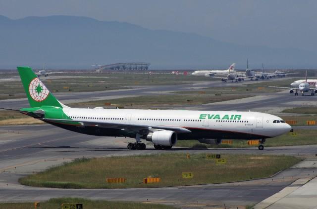 mild lifeさんが、関西国際空港で撮影したエバー航空 A330-302の航空フォト(飛行機 写真・画像)
