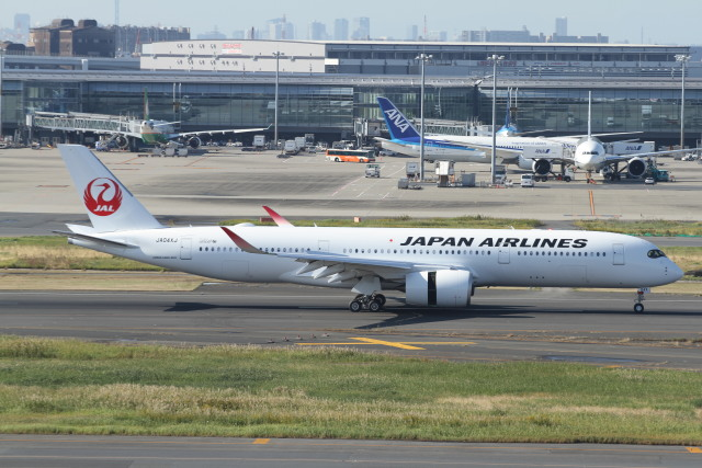 TOMOクンさんが、羽田空港で撮影した日本航空 A350-941の航空フォト(飛行機 写真・画像)