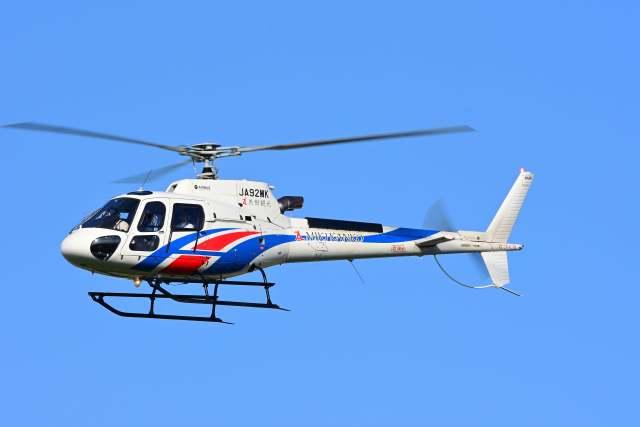 TeaYouさんが、札幌飛行場で撮影した日本法人所有 AS350B3 Ecureuilの航空フォト(飛行機 写真・画像)