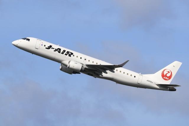 aki241012さんが、福岡空港で撮影したジェイ・エア ERJ-190-100(ERJ-190STD)の航空フォト(飛行機 写真・画像)