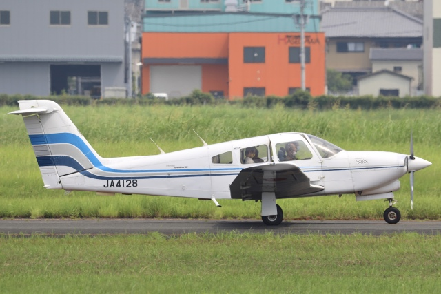 Hii82さんが、八尾空港で撮影した日本法人所有 PA-28RT-201T Turbo Arrow IVの航空フォト(飛行機 写真・画像)