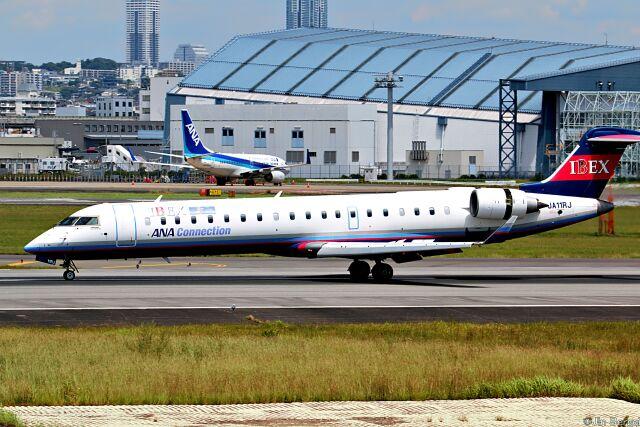 Jin Bergqiさんが、伊丹空港で撮影したアイベックスエアラインズ CL-600-2C10 Regional Jet CRJ-702ERの航空フォト(飛行機 写真・画像)
