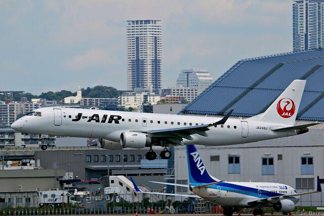 Jin Bergqiさんが、伊丹空港で撮影したジェイ・エア ERJ-190-100(ERJ-190STD)の航空フォト(飛行機 写真・画像)