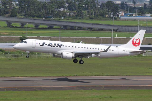 プルシアンブルーさんが、仙台空港で撮影したジェイ・エア ERJ-190-100(ERJ-190STD)の航空フォト(飛行機 写真・画像)