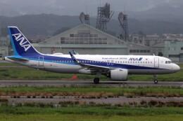 もにーさんが、小松空港で撮影した全日空 A320-271Nの航空フォト(飛行機 写真・画像)
